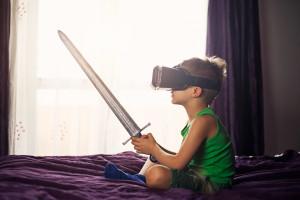 niño con espada y gafas de realidad virtual